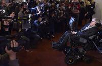 Hawking: – Menneskeheten risikerer selvutslettelse