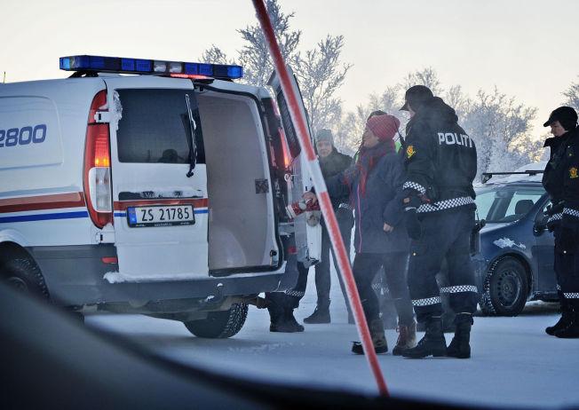 <p>- VILLE HJELPE: Merete Eriksson forteller til VG at hun følte hun måtte hjelpe asylsøkerne ved mottaket i Kirkenes. Etter å ha fraktet flere asylsøkere bort fra mottaket, ble hun fraktet vekk av politiet.</p>