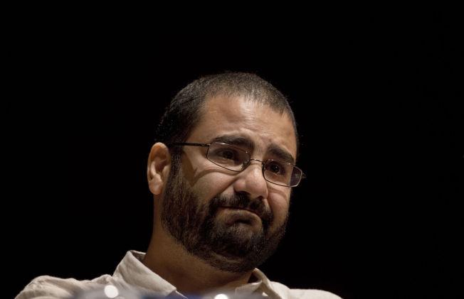 <p>FENGSLET: I februar 2015 ble Alaa Abdel-Fattah, et ikon fra revolusjonsdagene i 2011, dømt til fem års fengsel av den egyptiske regimet.</p>