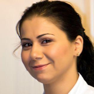 <p>HJELPER: May Atlai, styremedlem i Refugee Welcome to Hamar ble kontaktet da Ahmed var i Vestleiren i Kirkenes før uttransportering. Hun har hatt lange samtaler med ham.<br/></p>