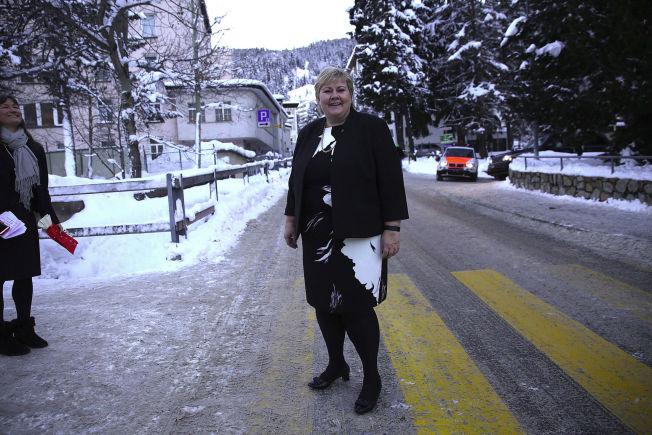 <p>IKKE SÅ BEKYMRET: Statsminister Erna Solberg (H), som er i Davos på Verdens økonomiske forum.</p>