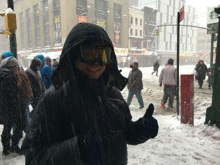 <p>TOMMEL OPP: Med nyinkjøpte slalombriller er Vincent klar for stormen.<br/></p>