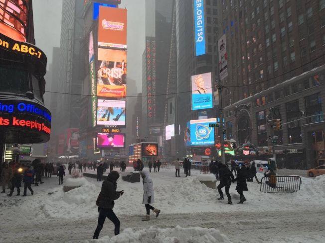 <p>«SNOWZILLA»: Slik så det ut på Times Square lørdag formiddag.</p>