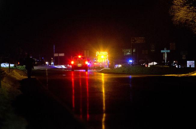 <p/> <p>DØDELIG UTFALL: Politiet sperret tirsdag av Highway 395. Kort tid senere ble det løsnet skudd, som resulterte i at én person mistet livet.<br/></p>