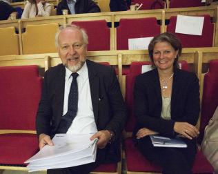 <p>SENDER VIDERE: Direktør Bjørn Erikstein vil nå sende planene for nytt Oslo Universitetssykehus over til Helse Sør Øst og direktør Cathrine Lofthus. Hun var tidligere Eriksteins visesadministrerende direktør ved Oslo Universitetssykehus.<br/></p>