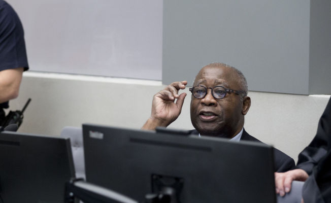 <p>HISTORISK: Dette bildet - av en tidligere president på titalebenken i Den internasjonale straffedomsstolen i Haag - er et sjeldent syn. I en rettssak som trolig vil strekke seg over flere år, må Elfenbenskystens eks-president Laurent Gbagbo svare for anklager om overgrep mot menneskeheten.</p>
