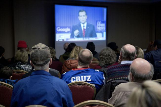 <p>HEIER PÅ CRUZ: Støttespillere av Texas-senatoren samlet seg på Marriott-hotellet i Des Moines under debatten.</p>