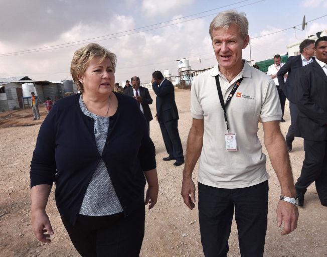 SAMMEN I JORDAN: Erna Solberg traff Jan Egeland, generalsekretær i Flyktrninghjelpen, da hun besøkte Zaatari-leiren utenfor Amman i november i fjor.