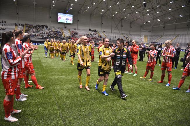 <p>KAN BLI NFF-EID: Avaldsnes klapper frem LSK Kvinner etter at romerikingene vant cupfinalen i Telenor Arena før jul.</p>