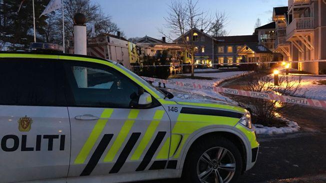 <p>STORE RØYKSKADER: Hotell- og konferansesenteret Losby Gods i Akershus har fått store røykskader etter det begynte å brenne lørdag.</p>
