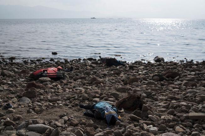 <p>DØDE: Denne gutten ligger død på stranden etter at båten han satt i forliste lørdag.</p>