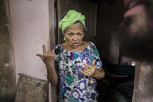 <p>FØLER SEG UVEL: 62 år gamle Penha sier hun har vært syk i tre måneder. I drikkevannet hennes fant hæren mygglarver.</p>