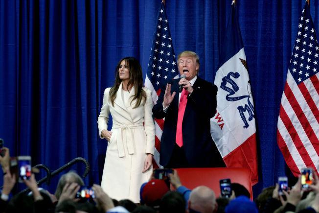 <p>TOK FREM KONA: Melania Trump ga ektemannen sine beste skussmål fra scenen i Council Bluffs i Iowa søndag.</p>