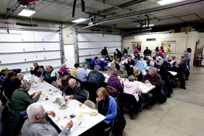 <p>FULLT HUS: Når det arrangeres pengeinnsamling for brannkorpset i Norway kommer innbyggerne for å spise suppe og kaker.</p>
