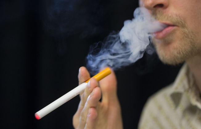 <p>E-SIGARETTER: – Å regulere e-sigaretter som et legemiddel, slik lege Preben Aavitsland foreslår, vil redusere produktets appell til røykere, skriver Karl Erik Lund.</p>