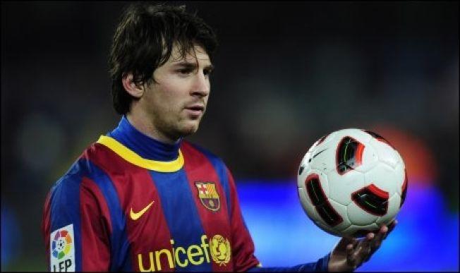 <p>FORBILDE? Lionel Messi og Barcelona hadde UNICEF på brystet fram til 2011, senere på ryggen.</p>