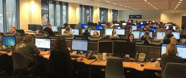 <p>MYE Å GJØRE: Medarbeiderne som jobber med kundeservice i Canal Digital Kabel har mye å gjøre mandag. Informasjonssjef Tormod Sandstø i Telenor Norge opplyser at de har stor pågang, og ber kundene være tålmodige.</p>