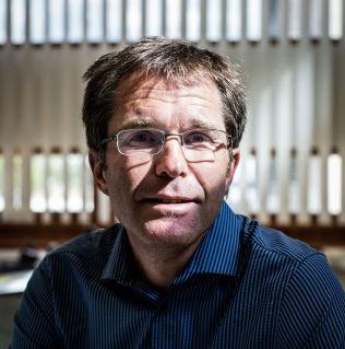 <p>ANSVAR FOR SMITTEVERN: Smitteverndirektør ved Folkehelseinstituttet, John-Arne Røttingen.</p>