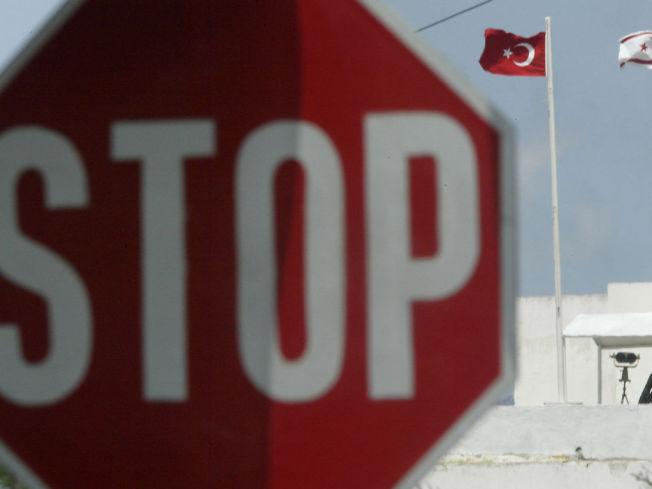 <p>TATT HER: Espen Lee og to andre nordmenn på 29 og 40 år ble pågrepet på grenseovergangen Ayios Dhometios på Kypros søndag.</p>