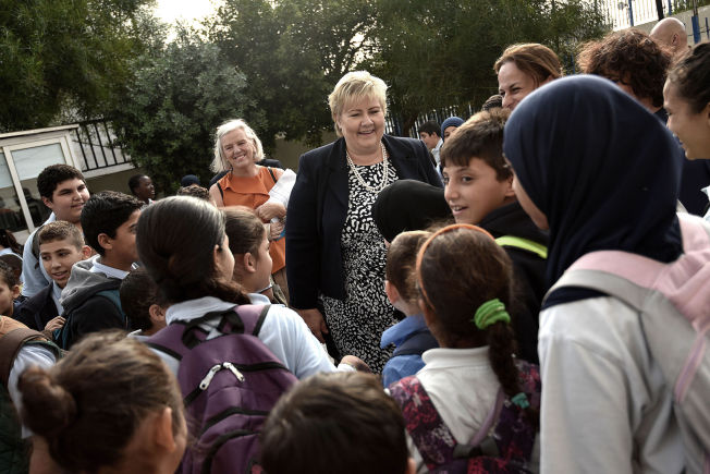 <p/> <p>MILLLIARD-GAVE: Statsminister Erna Solberg besøkte syriske elever på en skole i Beirut i november i fjor.</p>
