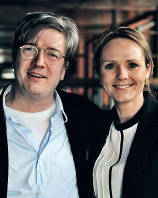 <p>TAR REGI: Hofstad Helleland og den svenske regissøren Tomas Alfredson.</p>