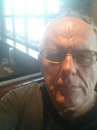<p>FORTELLER HVA SOM SKJEDDE: Sigurd Emil Zahl var blant nordmennene som ble pågrepet av thailandsk politi etter en Bridge-runde onsdag. Etter at politiet lot de spille runden ferdig, sto også Zahl og britiske Jeremy Watson som vinnere av runden.</p>