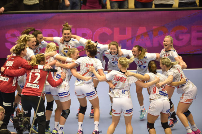 MEDALJEKANDIDAT: Håndballjentene er ifølge Infostrada en av to norske medaljekandidater foran OL i Rio. Her fra gullkampen i håndball-VM i desember.