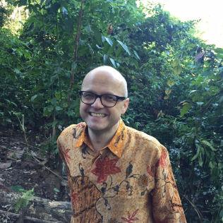 <p>GRØNN GLEDE: Klima- og miljøminister Vidar Helgesen i regnskog i Indonesia.</p>