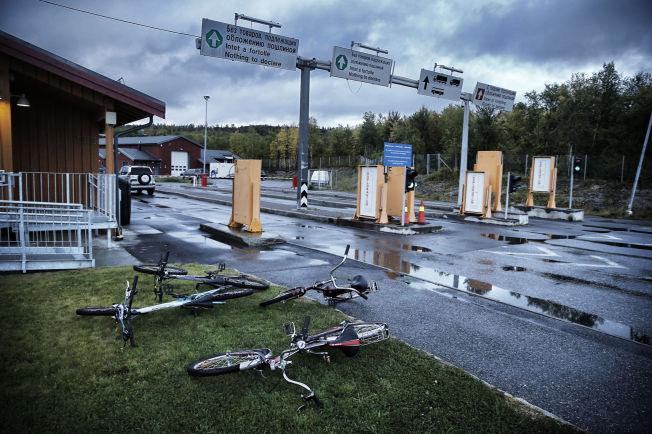 <p>PÅ SYKKEL: Det hopet seg opp med sykler på grenseovergangen på Storskog. 27.november, to dager etter at lovendringen som ble vedtatt av Stortinget, kom syreren Hani.</p>