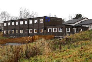 <p>....OG HER: Danielsen Ungdomsskule, Frekhaug i Meland kommune.</p>