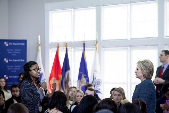 <p>SVARTE PÅ SPØRSMÅL: Velgerne kom tett på presidentkandidaten, og fikk stille de spørsmålene de lurte på.</p>