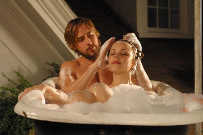 <p>ROMANTISK: Ryan Gosling og Rachel McAdams i 2004-filmen «Dagboken».</p>