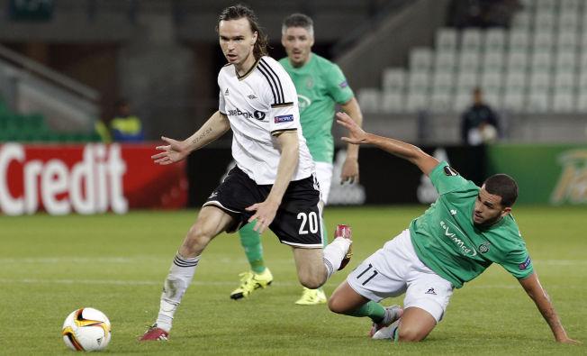 <p>PÅ MOTSATT SIDE: Ole Selnæs, her i aksjon for Rosenborg - mot Saint-Etienne, kan få sin debut for den franske klubben onsdag.</p>