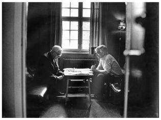 <p>FIKK BESØK: Arne Treholt fikk blant annet besøk av faren sin Thorstein Treholt ved Ila fengsel.<br/></p>