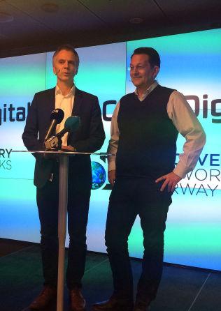 <p>SAMARBEIDER: Administrerende direktør i Canal Digital, Ragnar Kårhus, og sjef for TV Norge og Discovery Networks, Harald Strømme.</p>