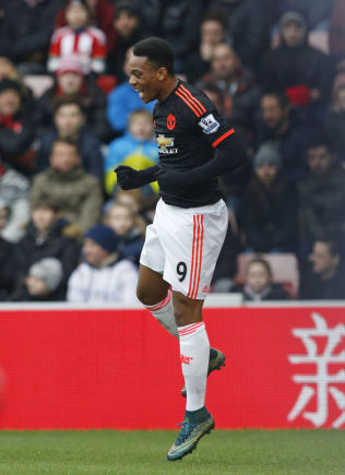 MAR-10-AL: Anthony Martial feirer sitt 10. mål for Manchester United.