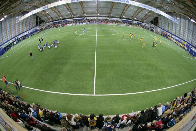 <p>INGEN BOKSEARENA: Sørlandshallen i Kristiansand er mer kjent for fotball enn kampsport. Her fra en kamp mellom Start og Tufte IL for noen år siden.</p>