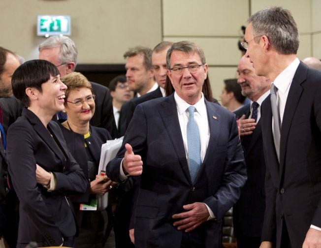 <p>NATO-SETTING; Ine Eriksen Søreide kom til Munchen fra et NATO-møte i Brussel før helgen, her sammen med generalsekretær Jens Stoltenberg og USAs forsvarsminister Ash Carter (i midten).</p>