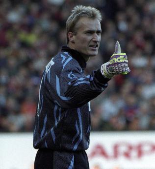 <p>ERIK THORSTVEDT: Her som Tottenham-keeper i 1993.</p>