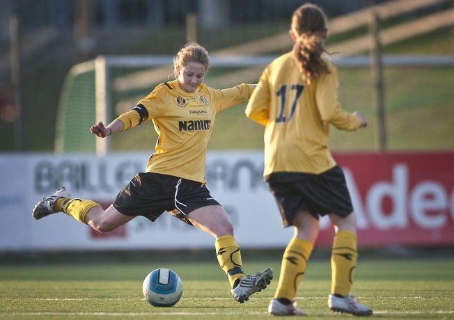 ETTERTRAKTET: Ingvild Flugstad Østberg (t.v.) i aksjon for Raufoss mot Lillehammer i 2010. Nå håper Stabæk å lokke henne til Nadderud.