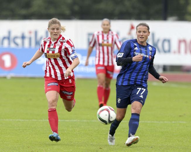 HÅPER PÅ NM-JUBEL: Trine Rønning (til høyre) og resten av Stabæk tapte for Maren Mjelde (til venstre) og Avaldsnes i semifinalen i cupen i fjor. Dette året kan Ingvild Flugstad Østberg muligens får prøve seg i cupen.