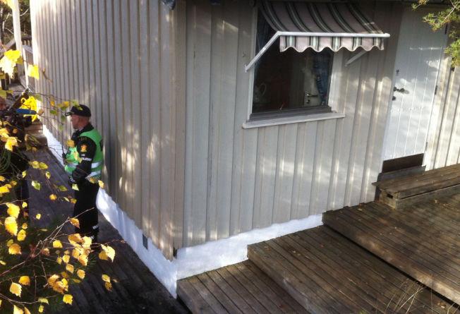<p>SKUTT GJENNOM VEGGEN: 75-åringen forstod først ikke hva som hadde skjedd, da han ble skutt gjennom veggen mens han var på do på hytta.</p>