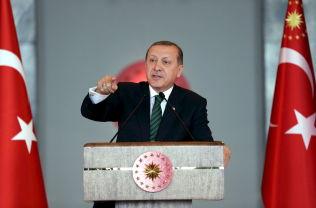 <p>LOVER KAMP:President Recep Tayyip Erdogan slår fast at Tyrkias kamp mot terror skal intensiveres.</p>