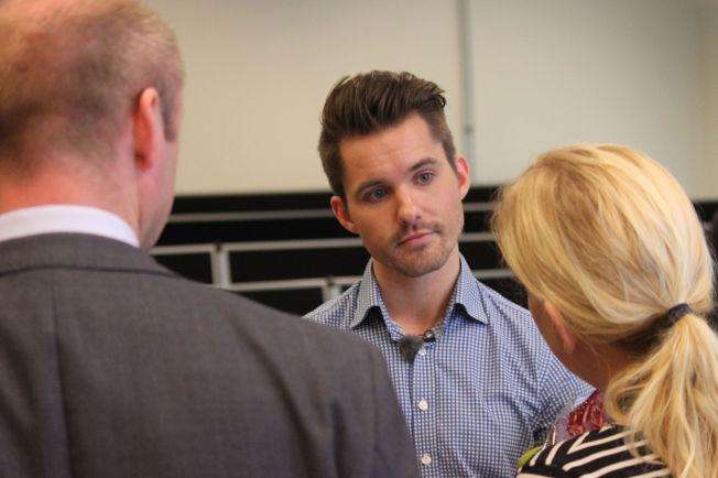 <p/> <p>ÅPEN OM FRAFALL: André Askeland (26) er nå student på Høyskolen Kristiania i Oslo. I fjor møtte han daværende arbeidsminister Robert Eriksson (til venstre) og fortalte om sin frafall-fortid.</p>