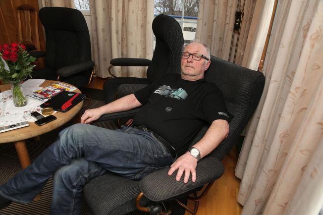 <p>RYGGSMERTER: Arild Magne Båtberget (62) har ikke brukket noe, men forteller at han har kjempevondt i ryggen. Bildet er tatt etter at Båtberget kom hjem fra sykehuset.</p>