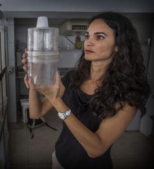 <p>MYGGEKSPERT: Constancia Ayres (41) ved Fiocruz-instituttet forsker på hvilke myggarter som sprer zika-viruset.<br/></p>