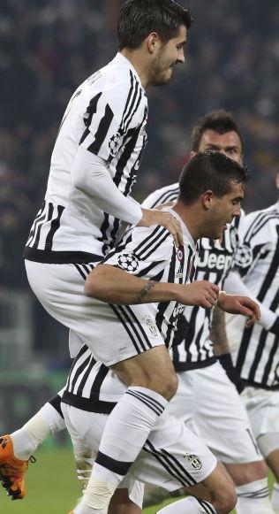 INNBYTTERNE FIKSET 2-2: Álvaro Morata klatrer på ryggen til målscorer Stefano Sturaro, mens Mario Mandžukic skimtes i bakgrunnen.