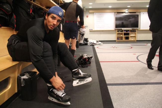 <p>TILBAKE I AHL: Andreas Martinsen i Colorado Avalanche-garderoben i fjor høst.</p>