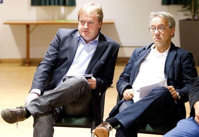 <p>ROPER VARSKU: – Vi kan bli mye bedre på prioriteringer og eierstyring, sier Einar Schultz (t.h). Han var visepresident i forbundsstyret fra 2010 til 2012. Her er han sammen med fotballpresident Yngve Hallén i 2011.</p>