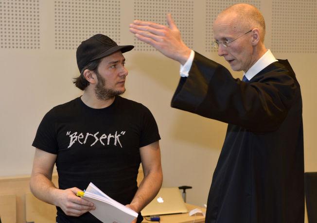 <p>FRIFUNNET: Jarle Andhøy (tv), her sammen med sin advokat Brynjar Østgård.</p>